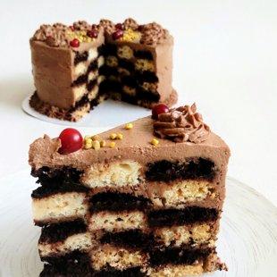Šachmatinis tortukas su šokoladiniu tahini ir žemės riešutų kremu